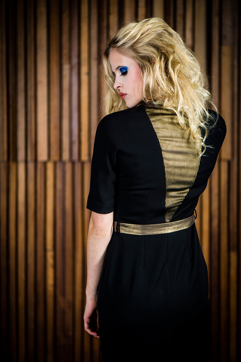 Jill-dres-black-gold-back-close