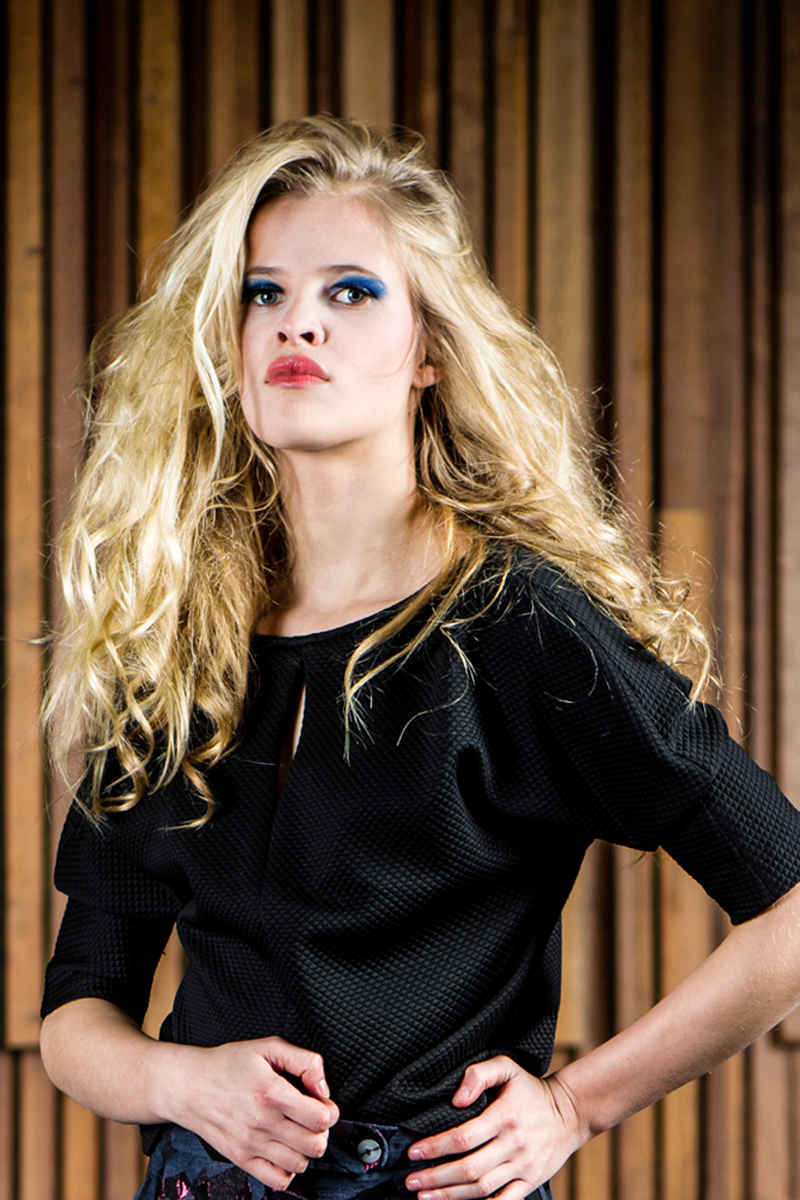 Nina-shirt-black-matelassé