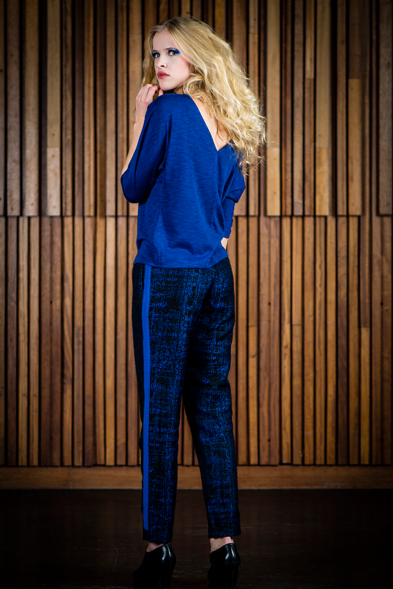 Nina-shirt-blue-+-black-blue-Brigitte-pants-stripe-back
