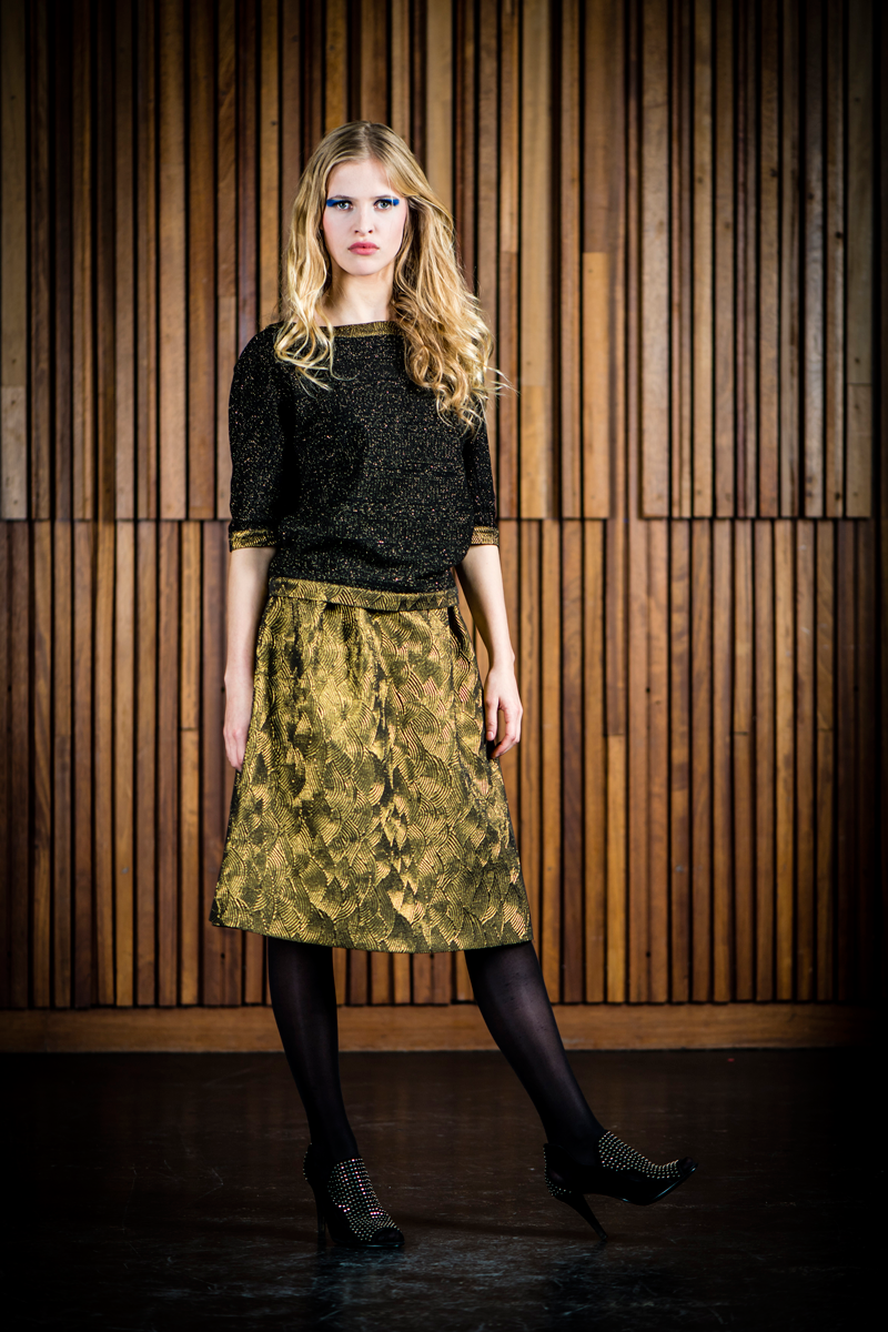 Ruby-shirt-black-gold-+-Nora-skirt-gold-waves