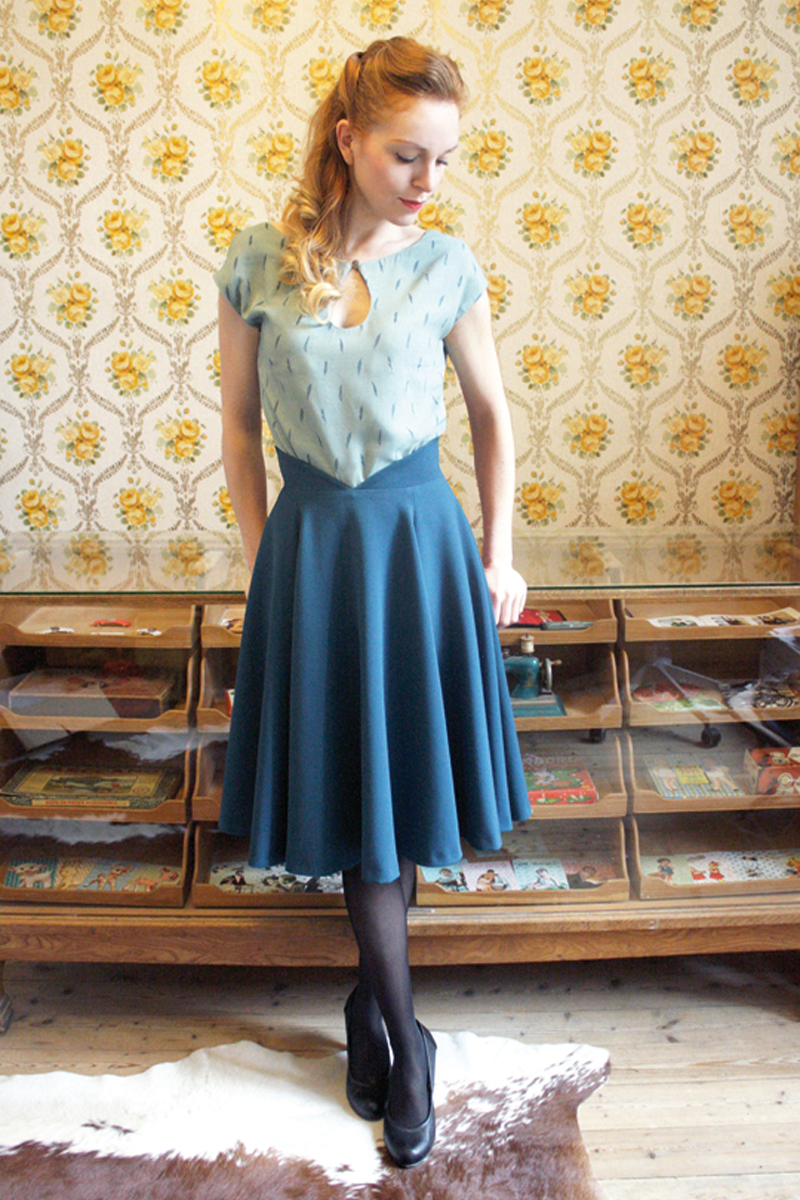 Jenny-skirt-blue+Sylvia-top-blue-feather
