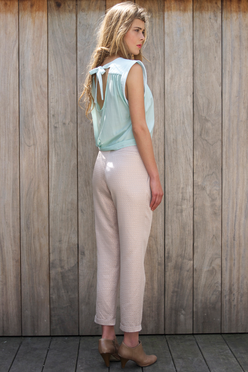 Edith-top-light-blue,-Brigitte-pants-pink-metalic-back