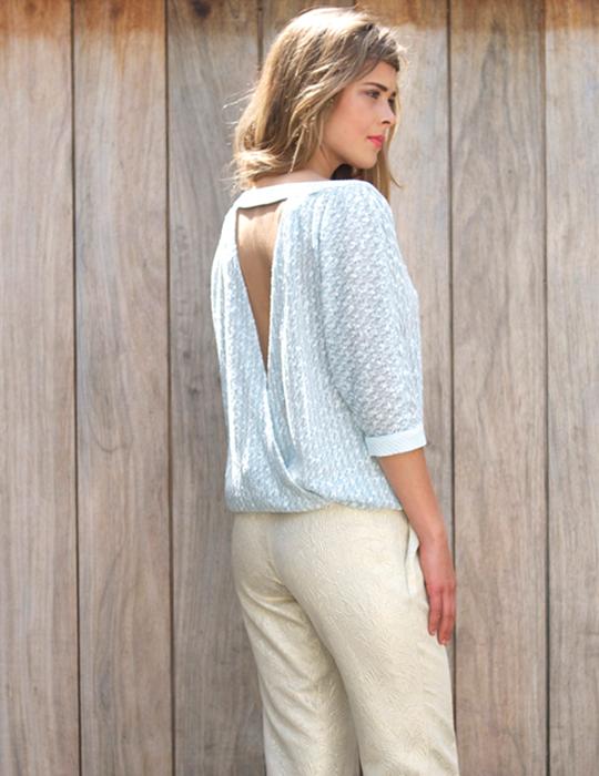 _links-Ruby-shirt-light-blue,-Brigitte-pants-gold-back