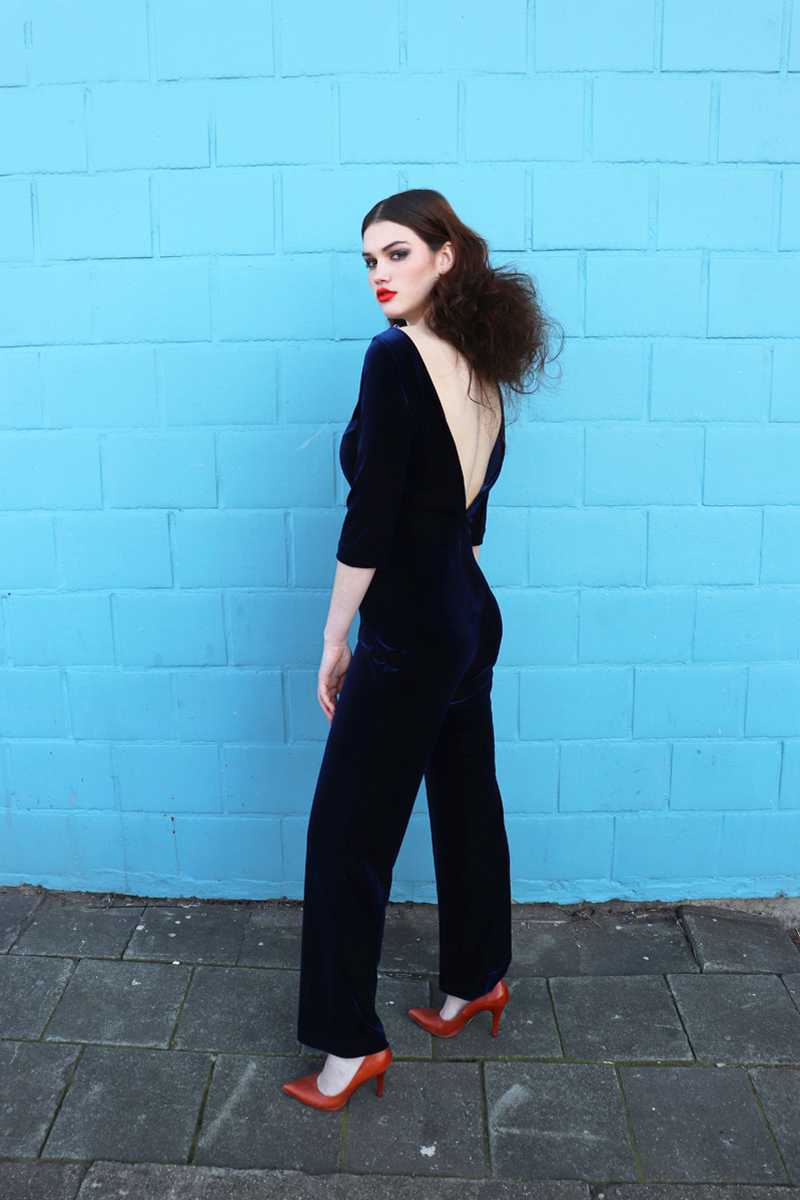 Elodie-jumpsuit-blue-velvet-back-kl
