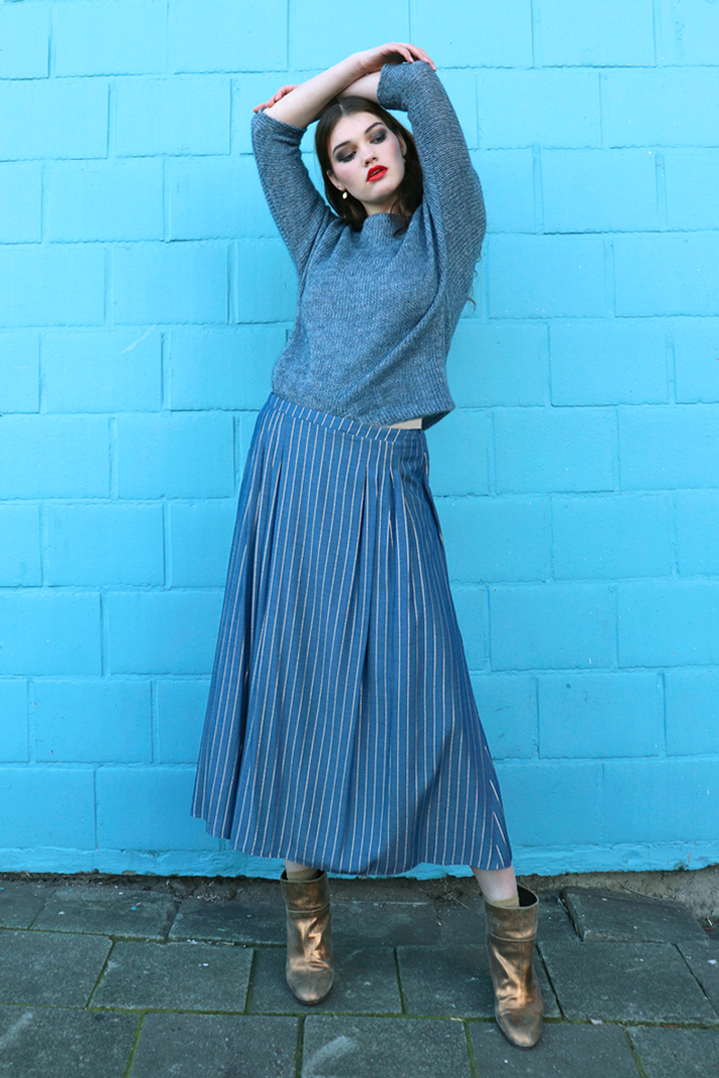 Lux-midiskirt-blue-+-Sue-shirt-blue-knit
