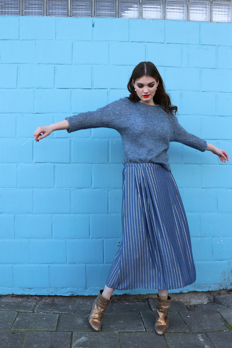 Sue-shirt-blue-bling-knit-+-Lux-midi-blue-gold-stripe2